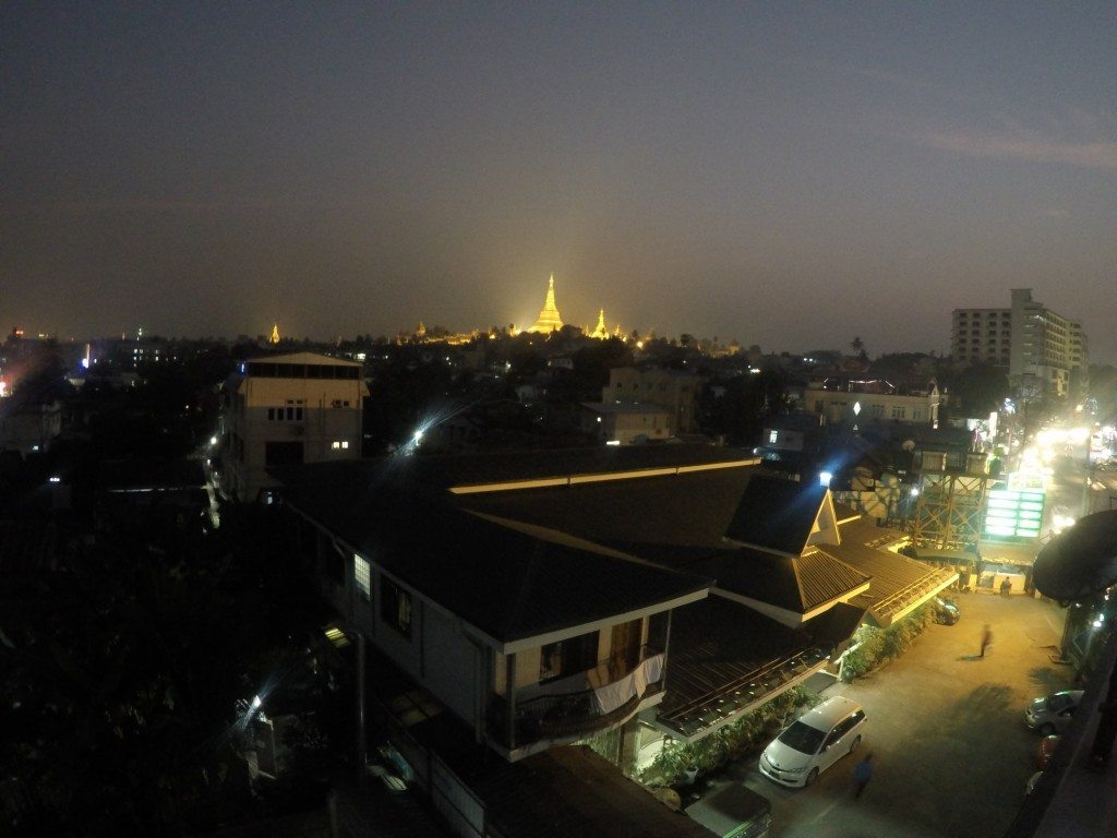 schwedagon pagode in yangon, myanmar