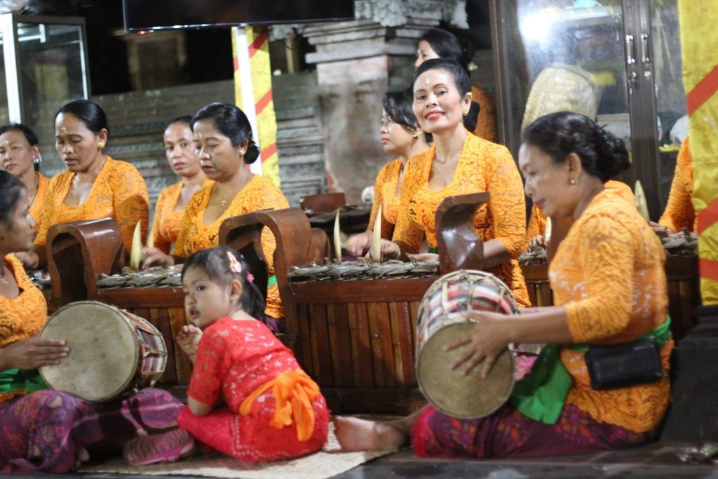 gamelan musicians inner temple full moon ceremony pular punarna