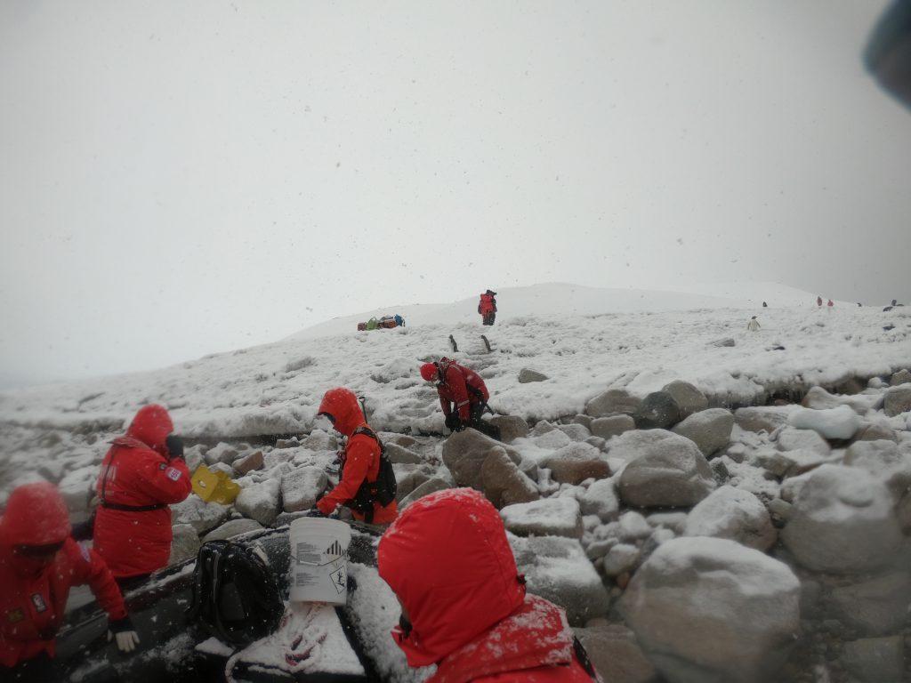 landing-antarctic-continent